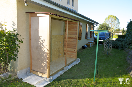 cabane en bois sous le soleil